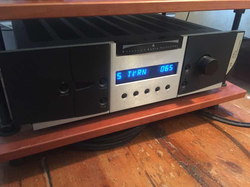 Balanced Audio Technology VK-300X SE BAT Hybrid SS/Tube Integrated Amplifier