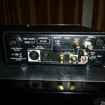 3.7 REAR PANEL - 5 DIGITAL INPUTS, RCA & XLR OUTPUTS - MINT
