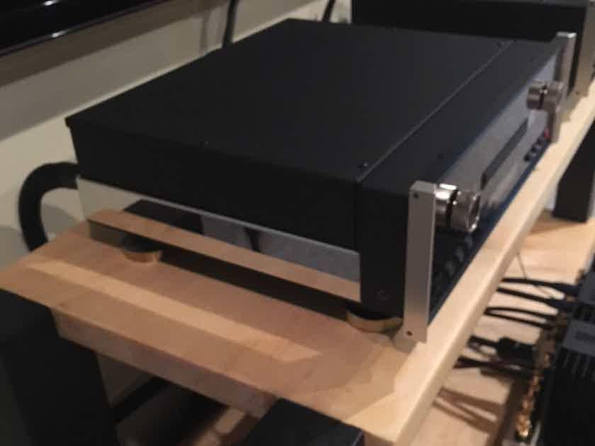 McIntosh  MCD-301 CD/SACD Player