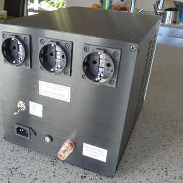 Balanced EI Ultra isolation transformer  220V – 240V (selectable) HIGH SPEC