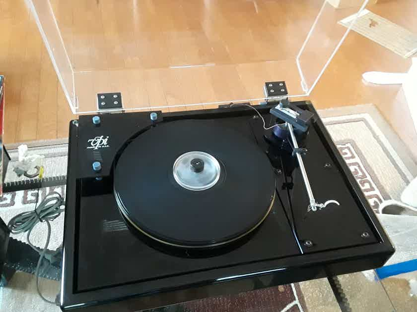 VPI Industries HW-19 turntable upgraded Well Tempered arm