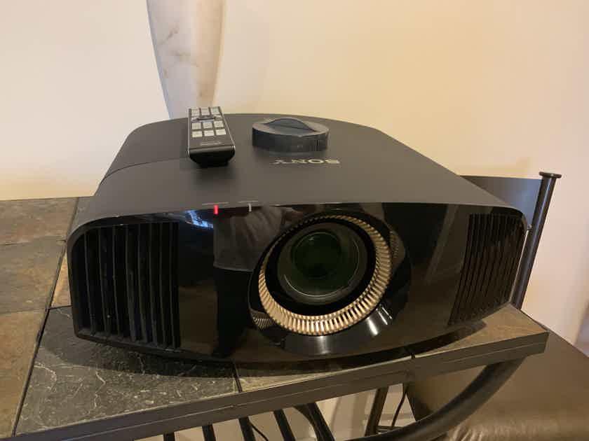 Sony VPL-VW600ES