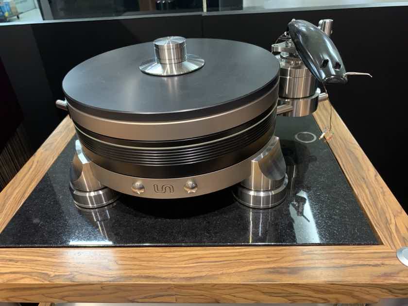 Continuum Audio Labs Obsidian Turntable + Viper Tonearm (new condition)