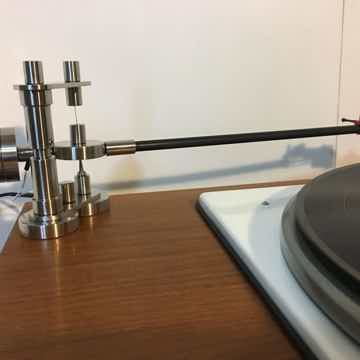 IntegrityHiFi TRU-GLIDER Pendulum Tonearm On-Board Version