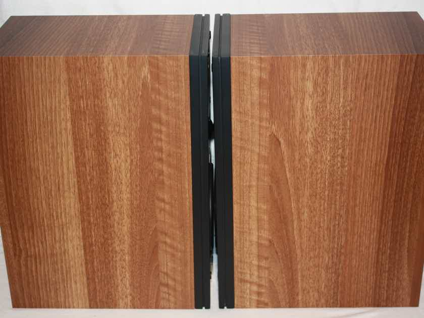 DALI Ikon 1 MkII Bookshelf Speakers in Light Walnut