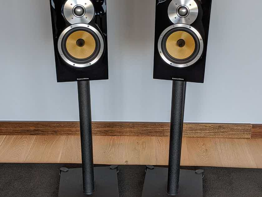 B&W CM5 Bookshelf Speakers with Stands, Black Gloss
