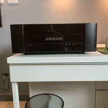 Meridian 800 DVD/CD Playee