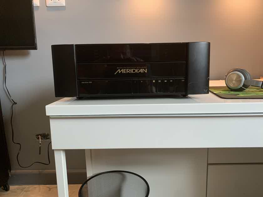 Meridian 800 DVD/CD Playee