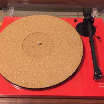 Turntable w/Ortofon 2M Red
