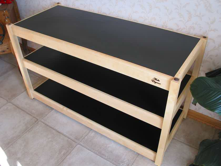 Audio Elegance Frontier equipment rack stand