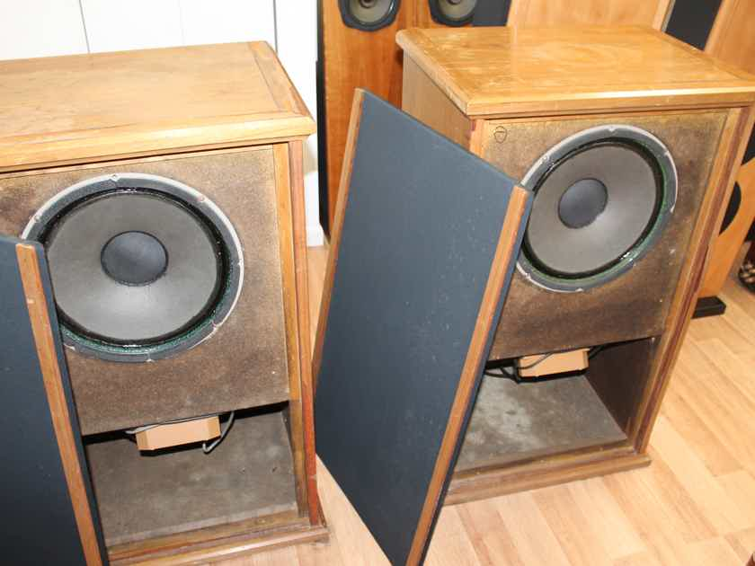 """A Pair : Tannoy Windsor Cabinet with Monitor Gold 15"""" in Excellent Condition"""