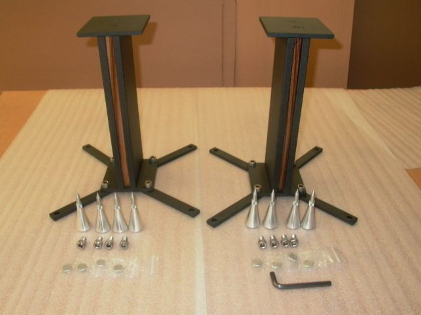 pARTicular Duetto loudspeaker stand with custom top