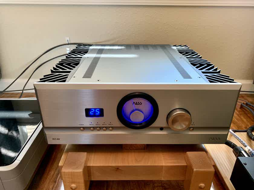 Pass Labs Int-60 Integrated Amplifier - Free Shipping