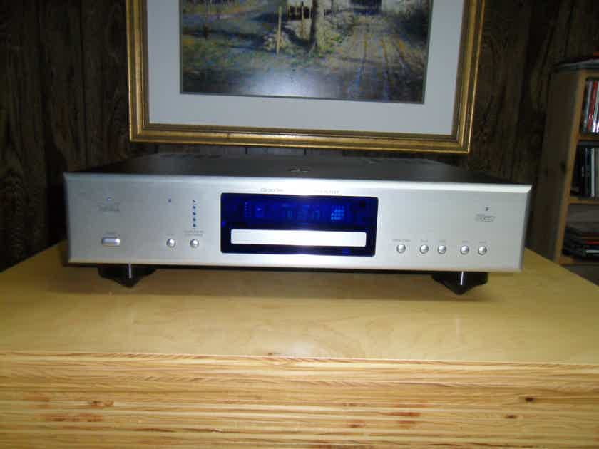 Cary Audio CD 303/300 . Upgraded SR blue Fuse.