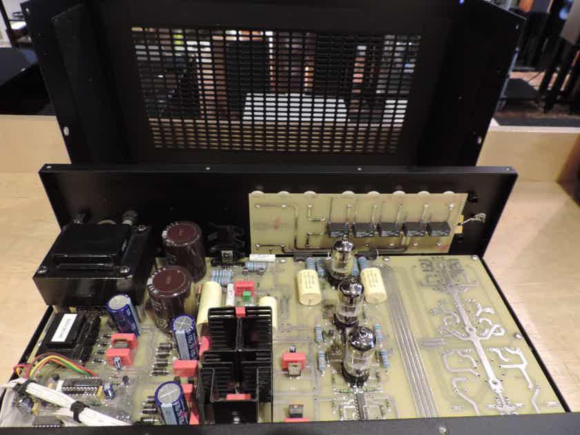 Audio Research SP-16 Vacuum Tube Preamplifier; No Remote