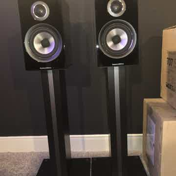 B&W (Bowers & Wilkins) 707 S2