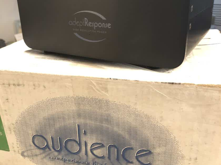 Audience AR6-T Power Conditioner WITH upgraded 2m PowerChord SE in superb condition!!