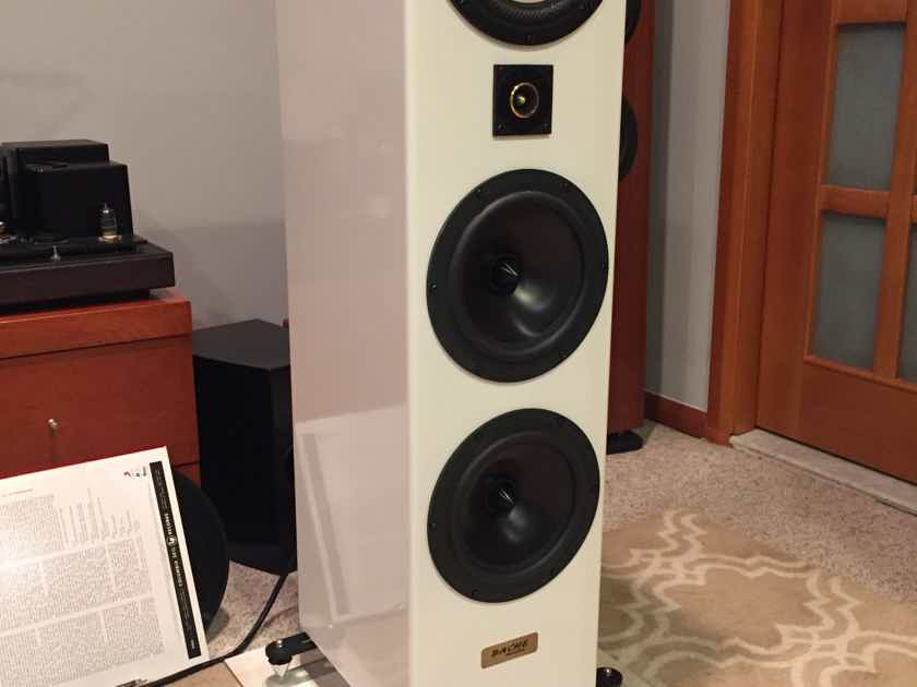 Bache Audio Triangle-001 Bache Audio Tribeca-001