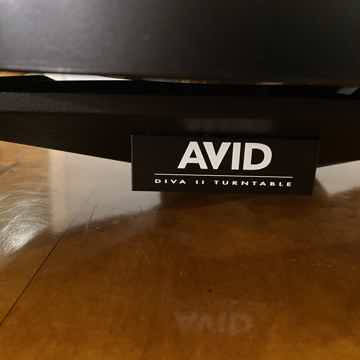Avid Diva II SP Turntable with Clearaudio Satisfy Carbon Tonearm
