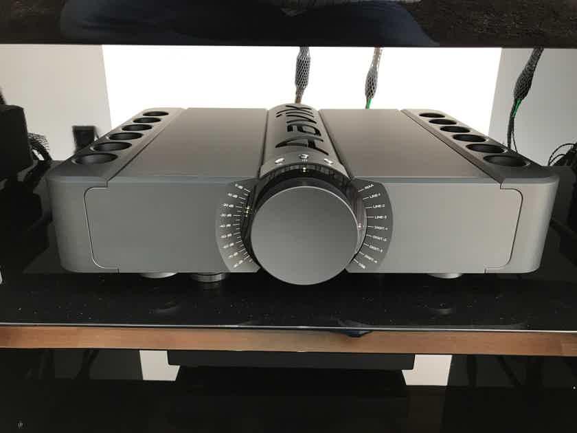 Aavik Acoustics C-300 Pre / M-300 mono block amplifiers *** Raidho, Borresen ANsuz owners ***