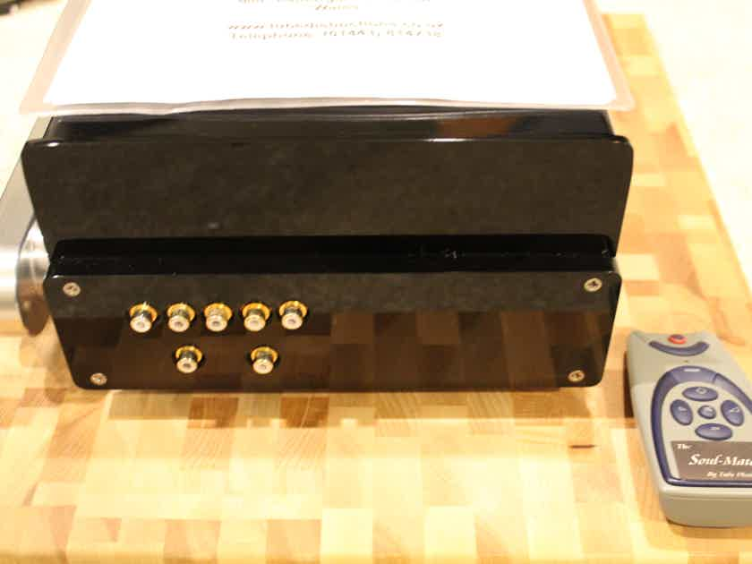 Tube Distinctions Soulmate Preamplifier by Tom Evans. Transparent!