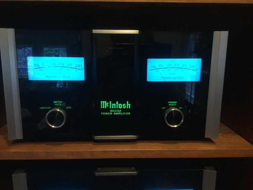 McIntosh MC-252 Amplifier (L@@K)