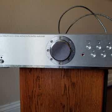 Musical Fidelity A-3.2 amp