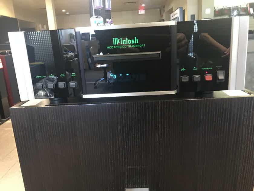 McIntosh MDA1000 + MCD1000 Reference  D/A Converter & CD Transport  –  Demo