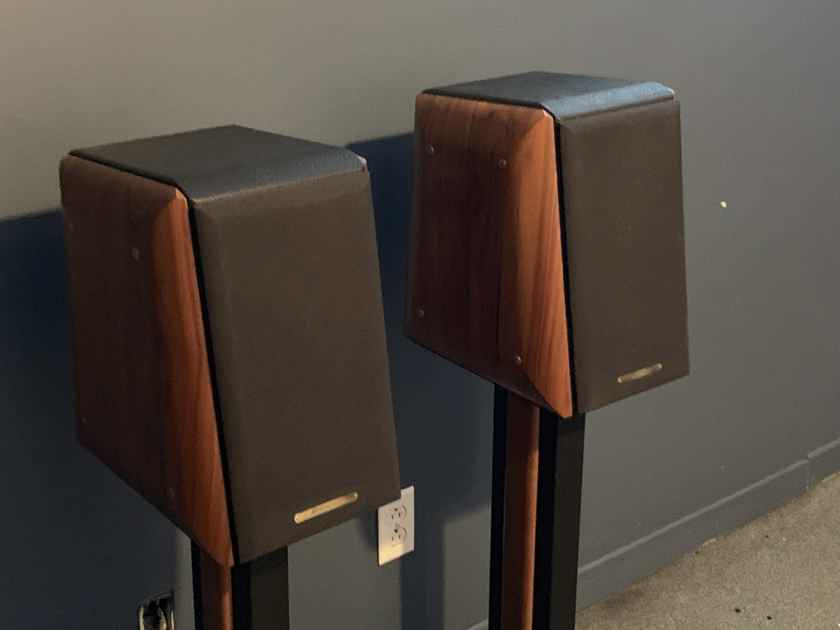 Sonus Faber Concertino Loudspeakers walnut with original stands and spikes