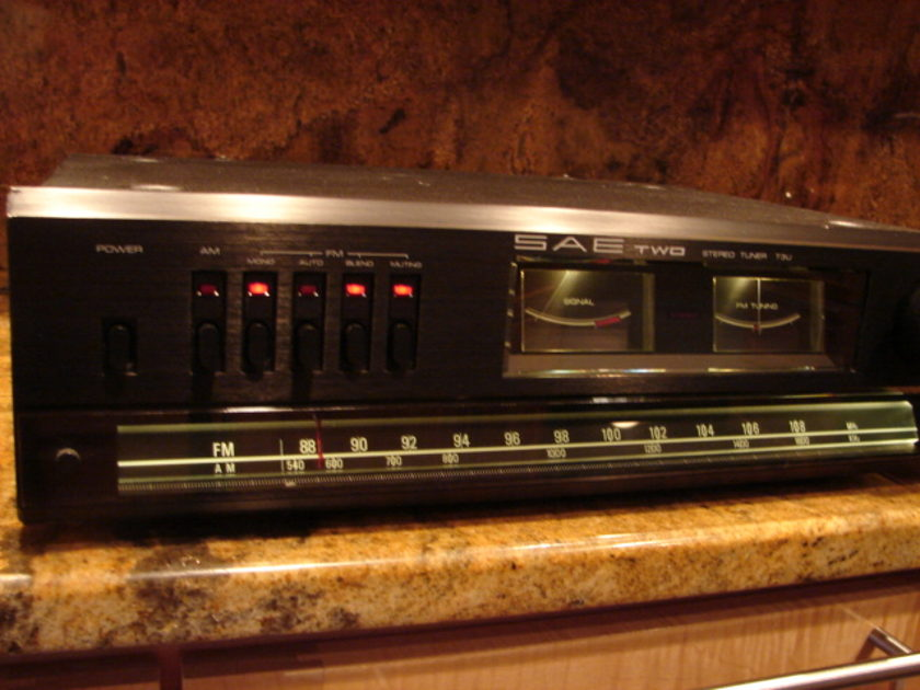 SAE Two AM/FM Tuner