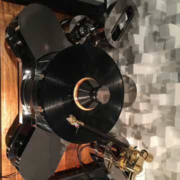TriangleART (Triangle Art) Master Reference Turntable /Osiris Mk2 / Apollo cartridge