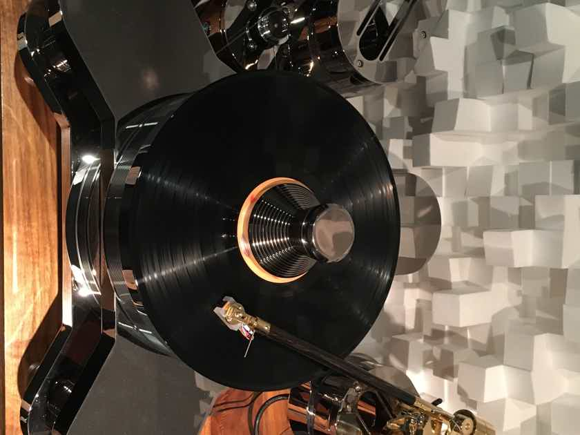 TriangleART (Triangle Art) Master Reference Turntable with Osiris Mk2 arm and Apollo cartridge