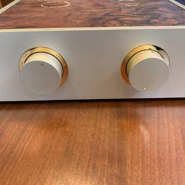 pre amplifier with upgraded silver wiring