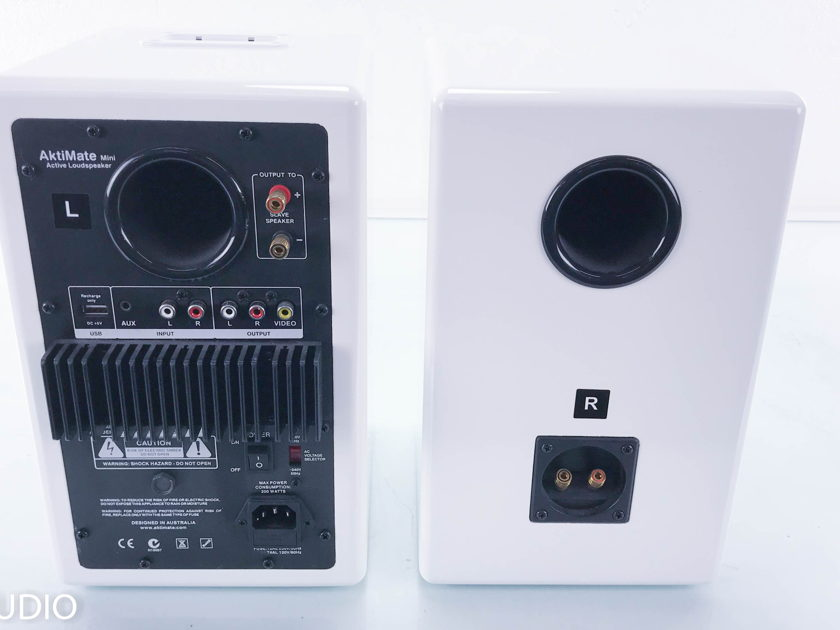 how to turn on aktimate speaker mini