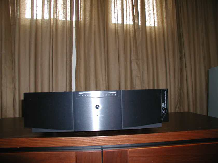 Balanced Audio Technology VK-220 with BAT-Pack  Lowered Price !