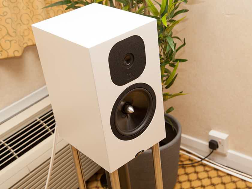 Neat Acoustics Momentum SX3i - Brand New!
