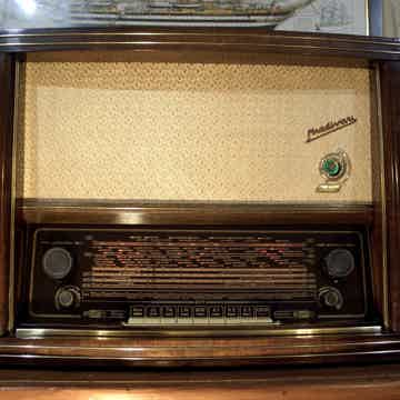 Stradivari FM Tube Radio Fully Restored