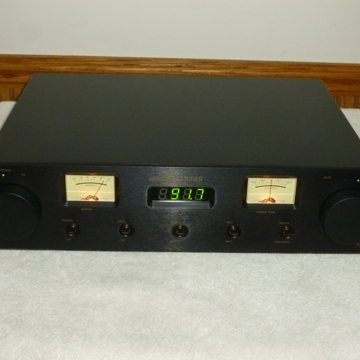 MD102 Analog FM Tuner in Superb Condition