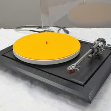 Rega P9 Turntable (Black): w/BENZ SM Cartridge; Excelle...