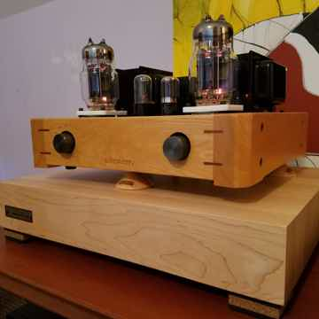 """Butcher Block Acoustics 17"""" X 14"""" X 3"""" Maple Edge-Grain Audio Platform"""