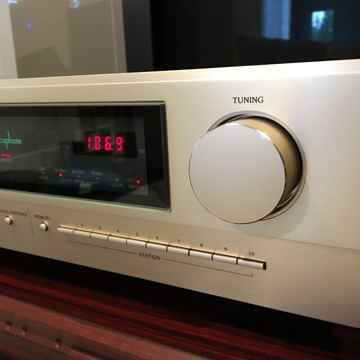 Accuphase T-1100