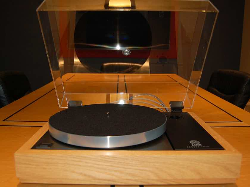 Linn LP12 with Radikal Power supply--without tonearm