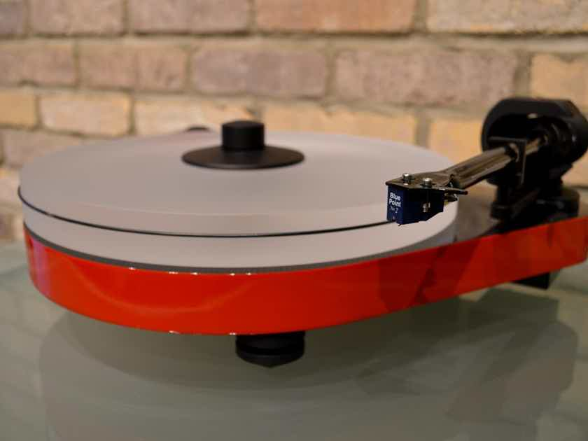 Pro-Ject Audio Systems RPM 5 Carbon Turntable w/ Sumiko Blue Point #2 Cartridge