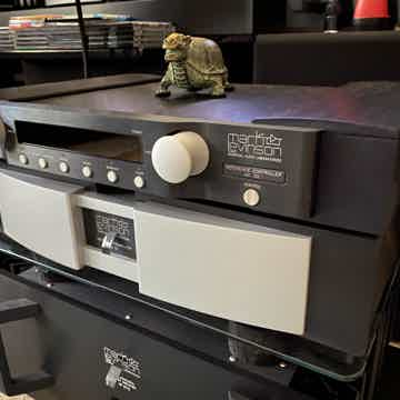 Mark Levinson  No.32 Reference preamp