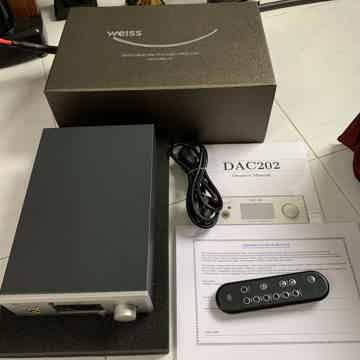 DAC202 D/A Converter with USB and Firewire