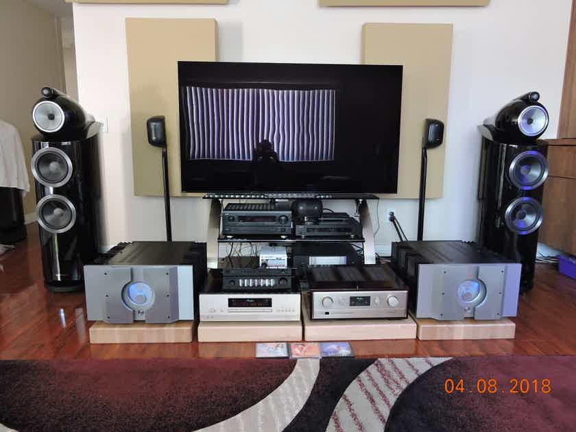 B&W (Bowers & Wilkins) 802 D3  speakers in gloss black