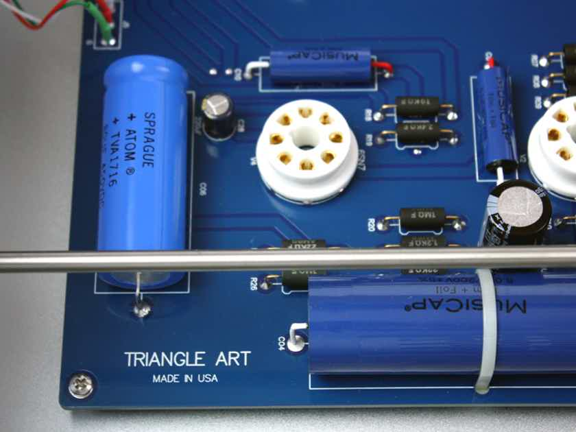 TRIANGLEART REFERENCE TUBE PREAMPLIFIER WITH REMOTE CONTROL