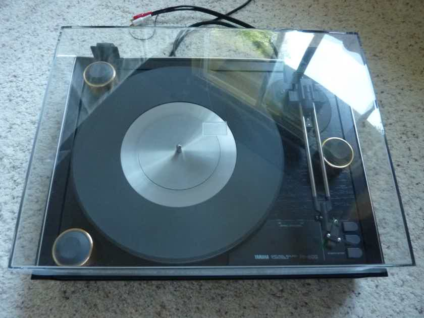 Yamaha  PF 800 TURNTABLE EXCELLENT