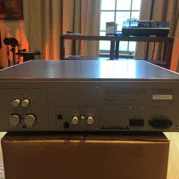 Luxman D-06u SACD/CD Player and DAC