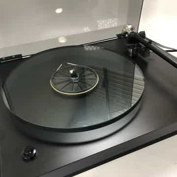 Rega Planar 3 Iconic Turntable with New Sumiko Cartridge
